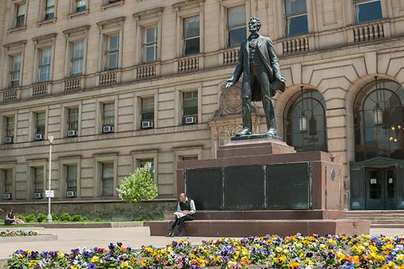 CIA alumnus Max Kalish�s sculpture of Abraham Lincoln outside the Drury Plaza Hotel