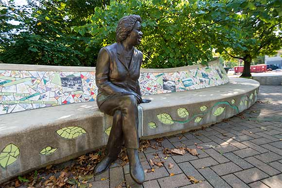 Sculpture of Stephanie Tubbs Jones by artist and former CIA President David Deming