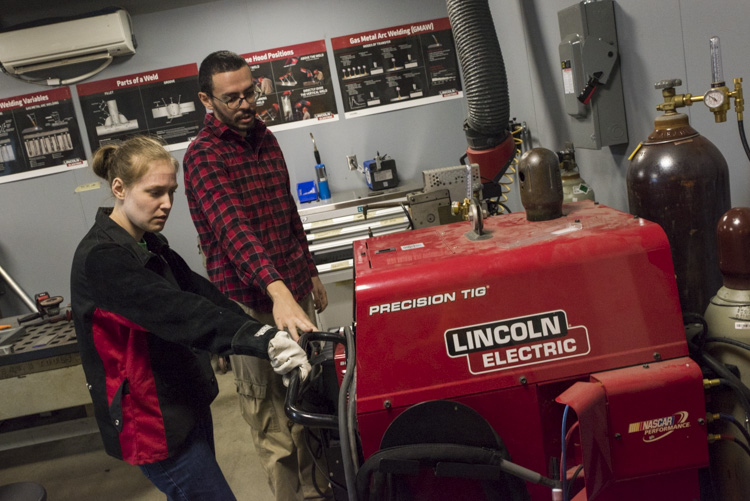 Welding instruction at Think[Box]