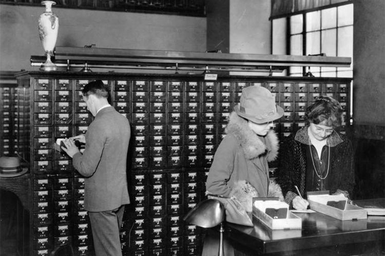 In 1925, the Public Catalog Room was located south west of the main entrance lobby. It was lined with 3,451 drawers filled with a million and a half cards.