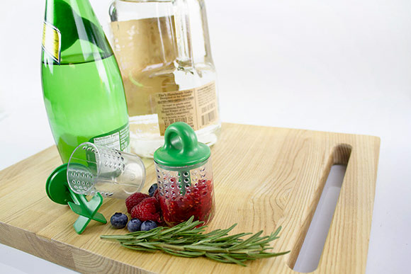 The Splash Infuser easily infuses water or cocktails with fresh fruit and herbs