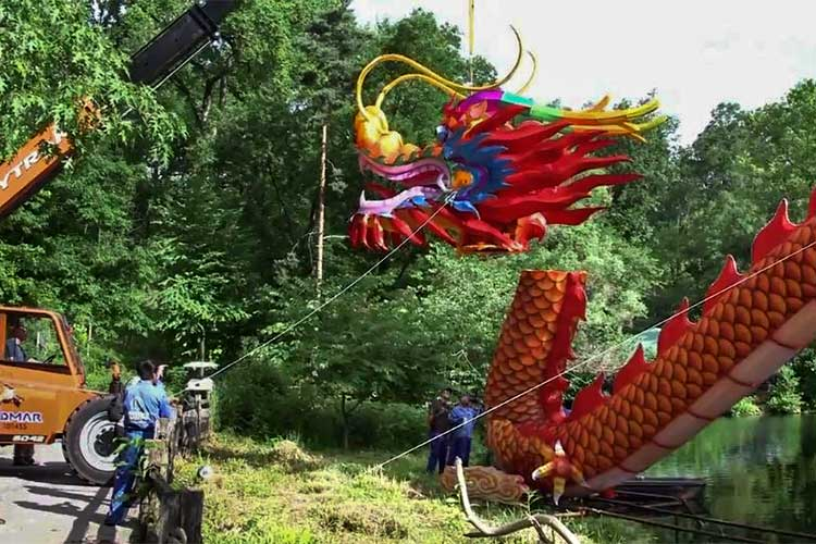 The dragon lifted onto the body by crane