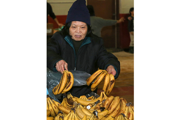 Produce distribution at the Food Bank