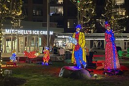 Van Aken holiday lighting