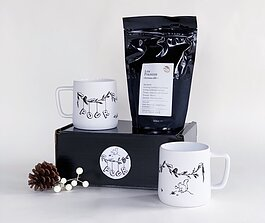 Pour's Yule Box with mugs