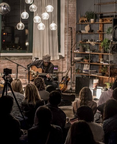 Burkle Hagen brought it all home for Sofar Sounds Cleveland as they celebrated their fifth anniversary.
