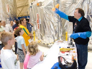 Bryan Palaszewski, a rocket scientist, demonstrates propulsion to a crowd of visitors at Glenn's 2008 open house